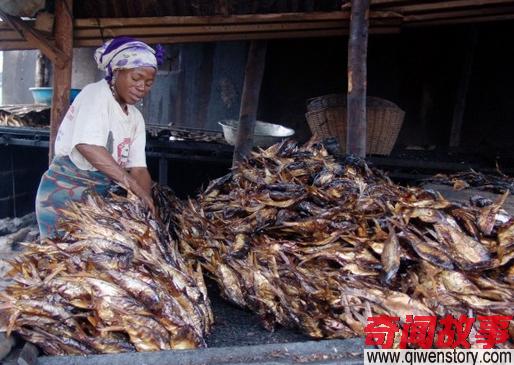 """一个嫁到非洲的中国女孩,大晒非洲美食,说人们对非洲有""""误解"""""""
